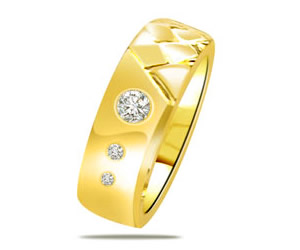 0.07ct Classy Yellow Gold B with Fine Diamonds