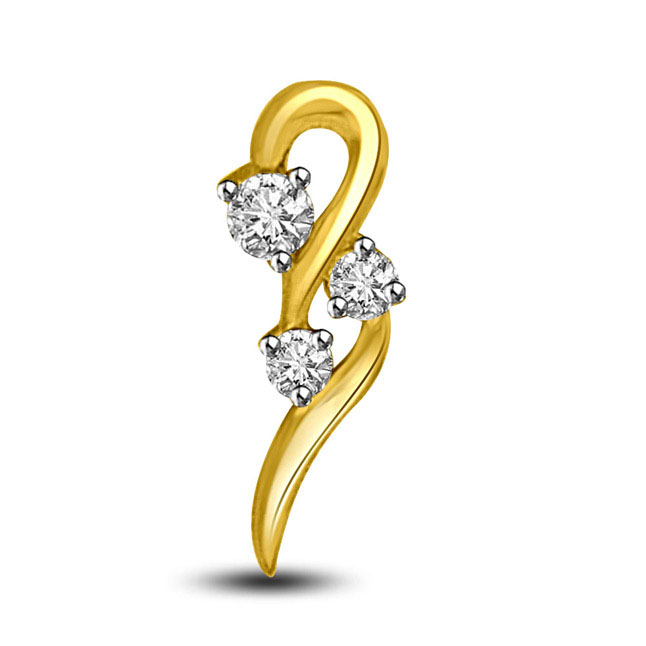 0.10 TCW Elegant Diamond Pendants in yellow gold -Designer Pendants