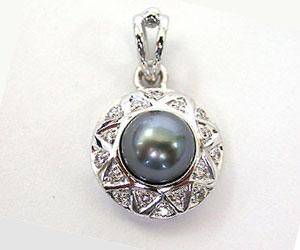 Conquerings Elegance -Tahitian Pearl Pendants