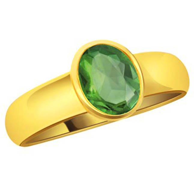 Emerald at Your Finger Set in Gold Ring