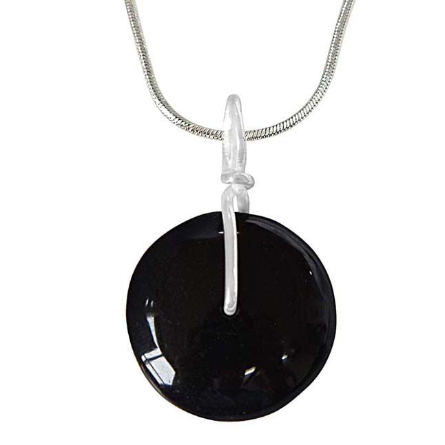 Fine 1.80 cm Black Onyx Disc & Silver Pendant with 18 IN Chain