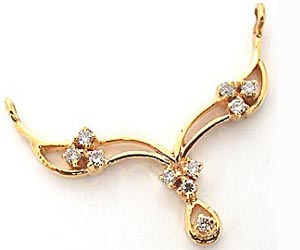 A Gorgeously Designed Diamond & Gold Necklace Pendants Necklaces