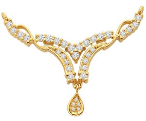 An Elegantly Designed Diamond & Gold Necklace Pendants Necklaces
