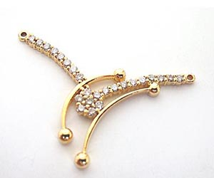 DN -56 A Very Trendy Diamond & Gold Necklace Pendants Necklaces