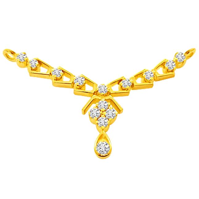 Golden Blossom Diamond Necklace Pendants Necklaces