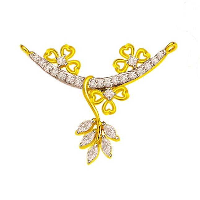 Twinkling Flower 0.55 cts Round & Marq Diamond 18K Pendants Necklaces