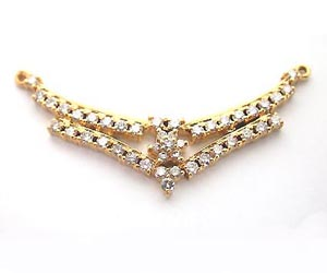 A Very Attractive Diamond & Gold Necklace Pendants Necklaces