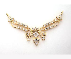 A Traditionally Designed Diamond & Gold Necklace Pendants Necklaces