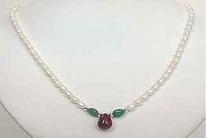 Drop Ruby, Oval Emeralds & Rice Pearl Necklace -Ruby+ Emerald