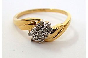 Elegant Knot 0.22 ct Diamond Flower Shape rings