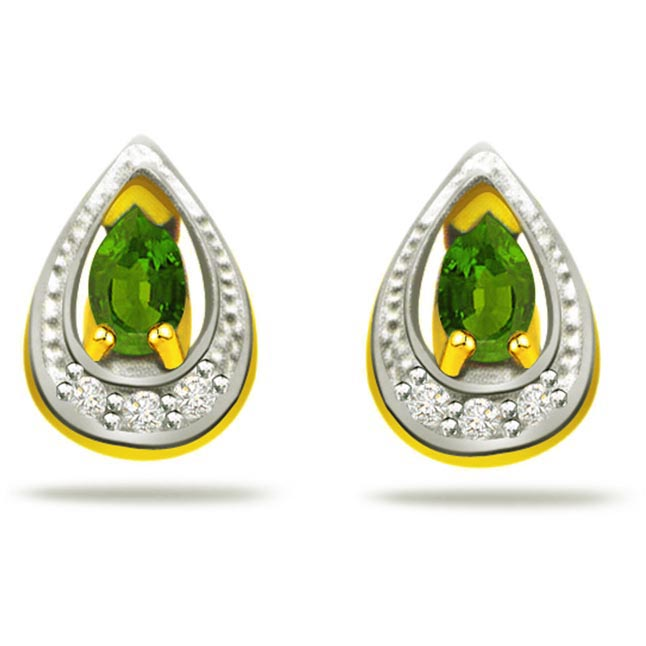 Greenery In Moon Night 0.12ct Diamond & Emerald 18kt Gold Earrings -Dia & Gemstone