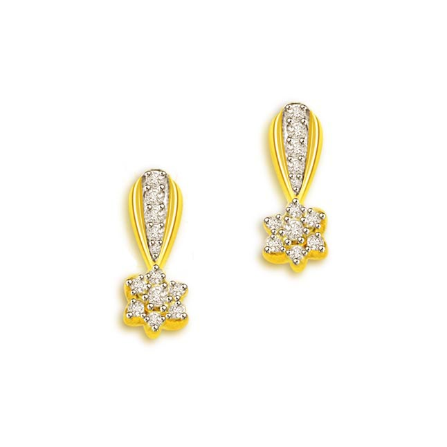 0.30 cts Flower Design 18K Diamond Earrings -Flower Shape Earrings