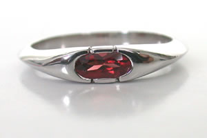 Exquisite Garnet Ring in Silver - Navratna+Gemstone
