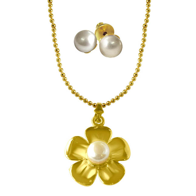 Flower shaped Big Button Pearl & Gold Plated Pendants with Chain & pair of Studs -Pearl Set