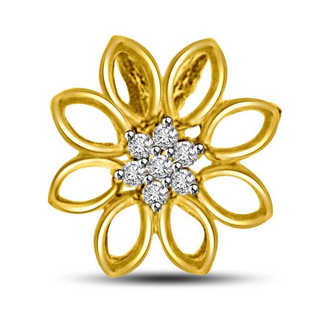 Flower shaped diamond Pendants in 18kt yellow gold -Flower Shape Pendants