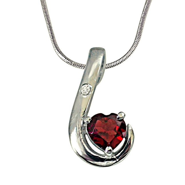Lovy Dovy Heart Shape Garnet and Diamond 925 Silver Pendant with 18 IN Chain