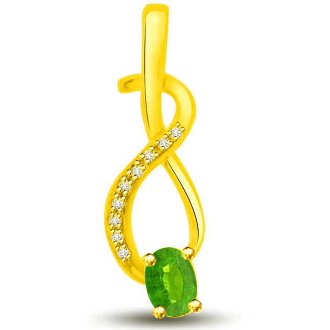 Sparkling Gems 0.19 TCW Emerald Diamond Pendants In Yellow Gold