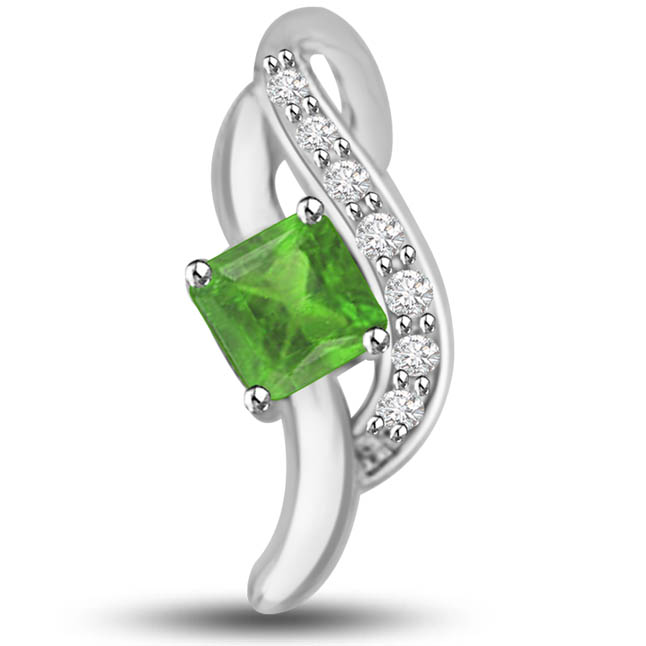 Eternal Love 0.35 TCW Emerald Diamond Pendants In 14kt Gold