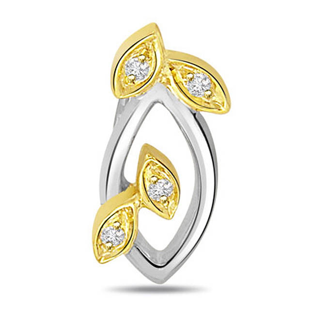 Glinting Gr eur 0.08ct Diamond Pendants