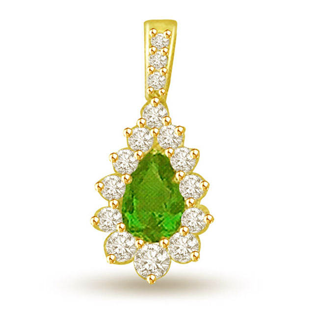 Pear Emerald 0.15 cts Diamond 18K Pendants