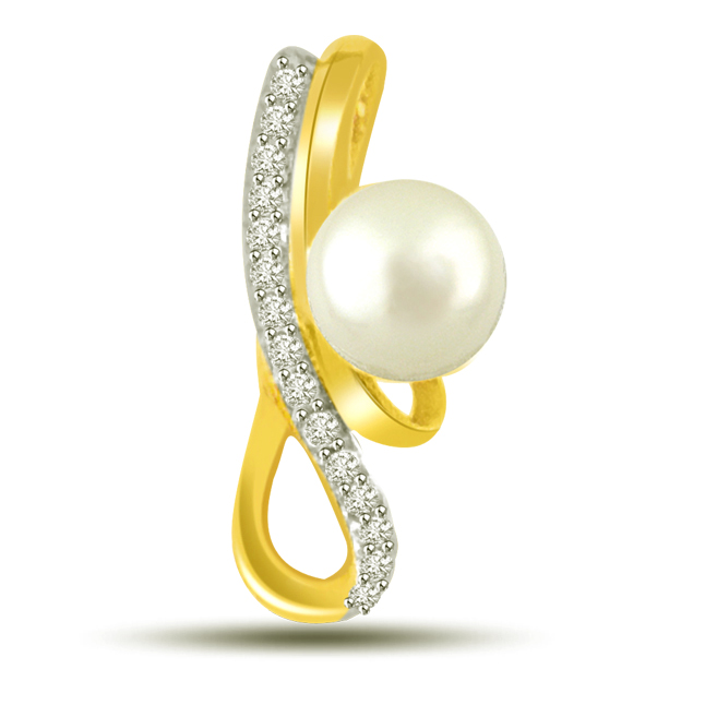 Very Seren White Round Pearl Diamond 18kt Gold Pendants For Daily Wear -Designer Pendants