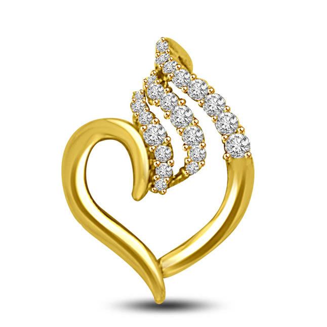 0.25 TCW Elegant Diamond 18kt gold heart Pendants