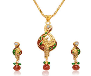 Trendy Gold Plated Pendants Necklace & Earrings Set