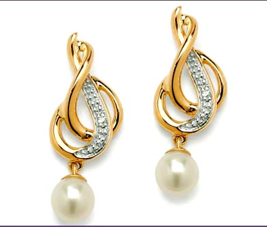 Queen's Favourite 0.15ct Diamond Pearl Earrings