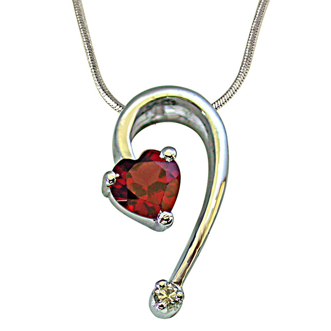 Stylish Heart Shape Red Garnet with Single Big Diamond Pendant in 925 Silver with 18 IN Chain