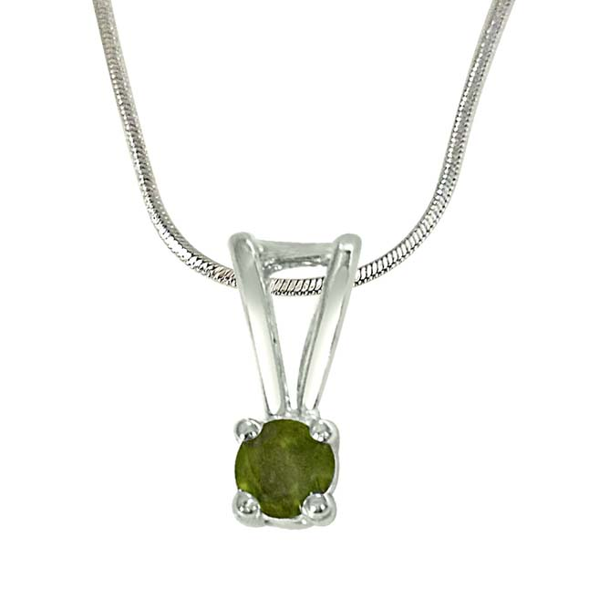 "Pretty Prince Green Peridot & Sterling Silver Pendants with 18"" Chain"