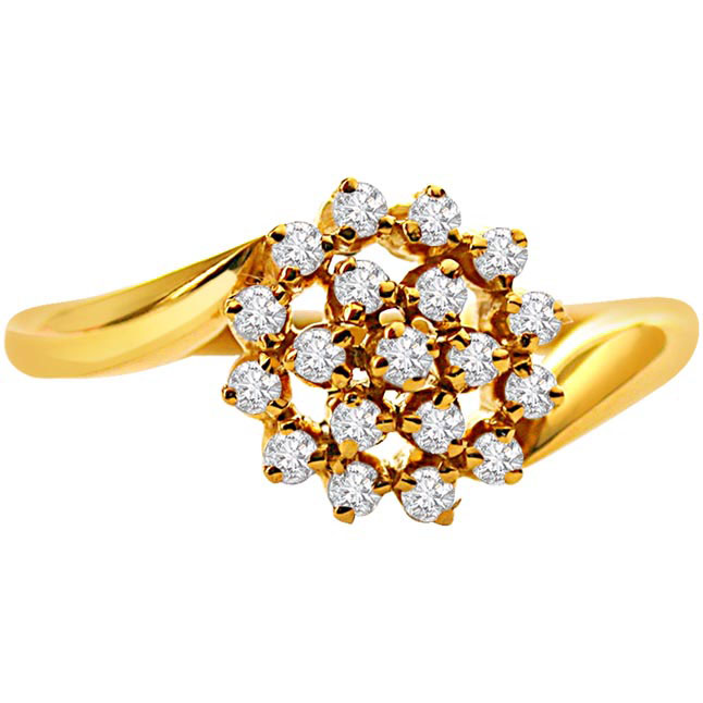 Gr Diamond Flower Shaped rings in 18kt Gold