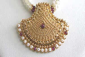 Pearl Glitters -Pendants Necklace