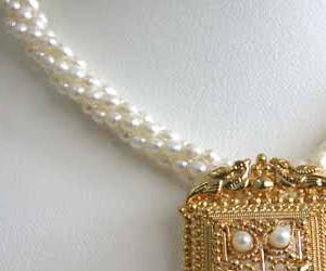 Pearl Gr eur -Pendants Necklace