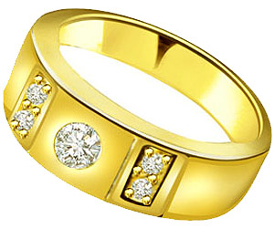 Solitaire Diamond Engagement rings In 18k Gold
