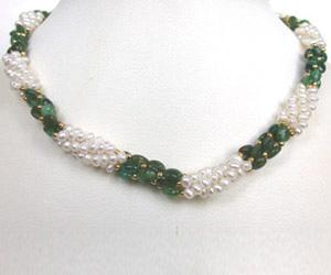 Sweet Emerald Embrace -Emerald Pearl