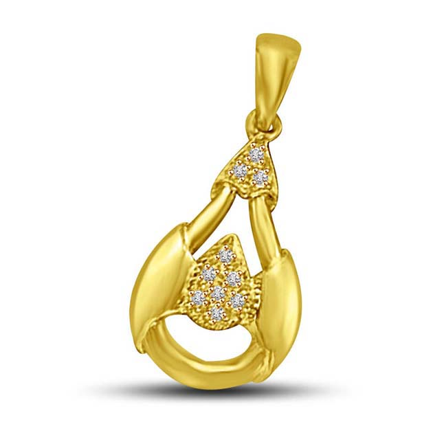 Twisty Affair Diamond in Pear Shaped Setting 18k Gold Pendants for My Love -Designer Pendants