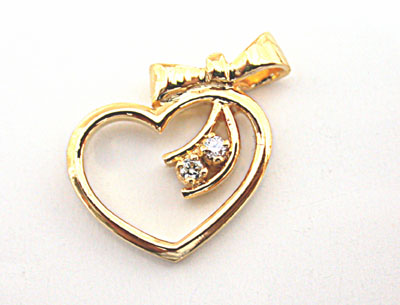 Unforgettable Heart Shaped Diamond Pendants in 18kt Gold