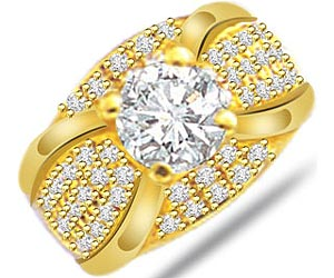 Vs Solitaire Diamond Engagement rings In 18k Gold